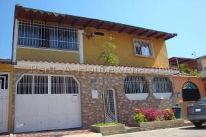 Casa En Ventaen Cua, Las Brisas, Venezuela, VE RAH: 22-1546