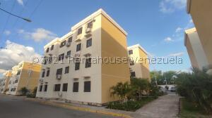 Apartamento En Ventaen Turmero, Conjunto Residencial Las Carolinas Ii, Venezuela, VE RAH: 22-1617