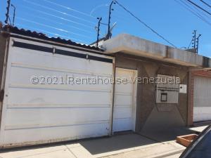 Casa En Ventaen Carora, Municipio Torres, Venezuela, VE RAH: 22-1633