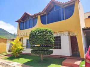 Townhouse En Ventaen Margarita, Guacuco, Venezuela, VE RAH: 22-1766