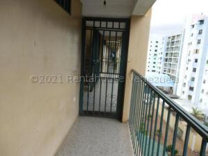 Apartamento En Ventaen Barquisimeto, Avenida Libertador, Venezuela, VE RAH: 22-1701