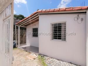 Casa En Ventaen Cabudare, Parroquia José Gregorio, Venezuela, VE RAH: 22-1837