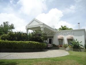 Casa En Ventaen Caracas, La Lagunita Country Club, Venezuela, VE RAH: 22-2660