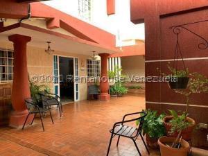 Casa En Ventaen Punto Fijo, Santa Irene, Venezuela, VE RAH: 22-1915