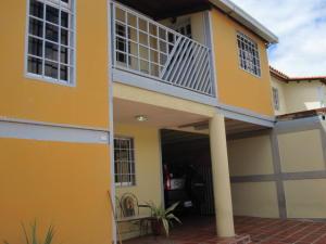 Townhouse En Ventaen Maracay, Santa Rita, Venezuela, VE RAH: 22-1934
