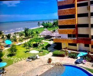 Apartamento En Ventaen Higuerote, Higuerote, Venezuela, VE RAH: 22-3362