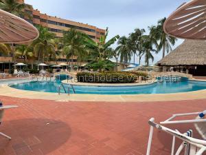 Apartamento En Ventaen Tucacas, Tucacas, Venezuela, VE RAH: 22-2077