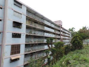 Apartamento En Ventaen Los Teques, Los Teques, Venezuela, VE RAH: 22-1978