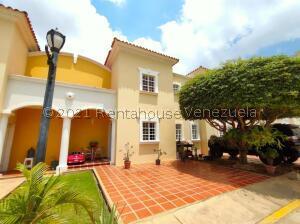 Townhouse En Ventaen Maracaibo, Monte Claro, Venezuela, VE RAH: 22-2793