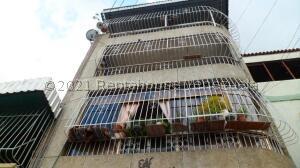 Apartamento En Ventaen Caracas, Catia, Venezuela, VE RAH: 22-1986