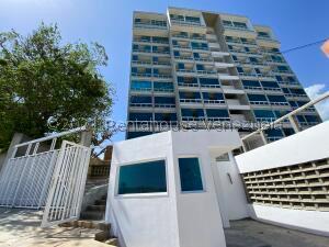 Apartamento En Ventaen Catia La Mar, Playa Grande, Venezuela, VE RAH: 22-1994