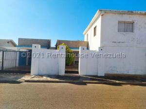 Casa En Ventaen Punto Fijo, Campo Maraven, Venezuela, VE RAH: 22-2070