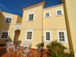 Townhouse En Ventaen Maracaibo, Monte Claro, Venezuela, VE RAH: 22-2150