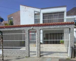 Casa En Ventaen Municipio San Diego, La Esmeralda, Venezuela, VE RAH: 22-2169