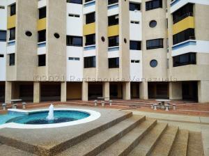Apartamento En Ventaen Catia La Mar, Playa Grande, Venezuela, VE RAH: 22-2174
