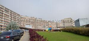 Apartamento En Ventaen Caracas, El Encantado, Venezuela, VE RAH: 22-2235