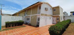 Townhouse En Ventaen Cabimas, Las 40, Venezuela, VE RAH: 22-2432