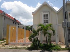 Townhouse En Ventaen Ciudad Ojeda, Barrio Libertad, Venezuela, VE RAH: 22-2423