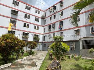 Apartamento En Ventaen Caracas, Caricuao, Venezuela, VE RAH: 22-2454