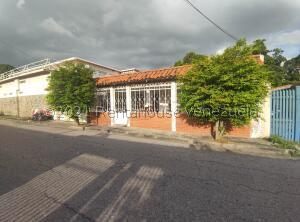 Casa En Ventaen Maracay, Samanes Ii, Venezuela, VE RAH: 22-2512