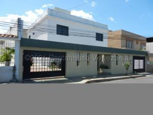 Casa En Ventaen Catia La Mar, La Colina De Catia La Mar, Venezuela, VE RAH: 22-2520