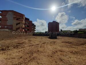 Terreno En Ventaen Tucacas, Tucacas, Venezuela, VE RAH: 22-3092