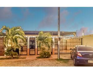 Casa En Ventaen Punto Fijo, Puerta Maraven, Venezuela, VE RAH: 22-1251