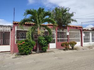 Casa En Ventaen Palo Negro, Conjunto Residencial Palo Negro, Venezuela, VE RAH: 22-2763