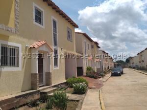 Townhouse En Ventaen Ciudad Ojeda, Barrio Libertad, Venezuela, VE RAH: 22-2801