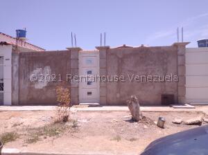Casa En Ventaen Punto Fijo, Puerta Maraven - Mara Cardon, Venezuela, VE RAH: 22-2797
