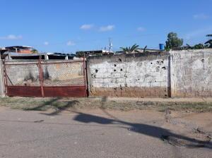 Terreno En Ventaen Ciudad Ojeda, Avenida Vargas, Venezuela, VE RAH: 22-2983