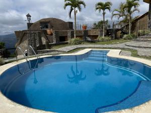 Casa En Alquileren Caracas, Los Guayabitos, Venezuela, VE RAH: 22-3077