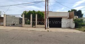 Casa En Ventaen Municipio San Francisco, Sierra Maestra, Venezuela, VE RAH: 22-3191