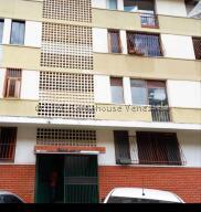 Apartamento En Ventaen Caracas, Santa Eduvigis, Venezuela, VE RAH: 22-3294