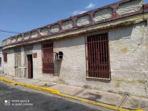 Terreno En Ventaen Maracay, Avenida Constitucion, Venezuela, VE RAH: 22-3267
