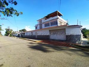 Casa En Ventaen Catia La Mar, Playa Grande, Venezuela, VE RAH: 22-3386