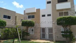 Townhouse En Ventaen Maracaibo, Zona Norte, Venezuela, VE RAH: 22-3395