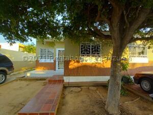 Townhouse En Alquileren Maracaibo, Lago Mar Beach, Venezuela, VE RAH: 22-1346