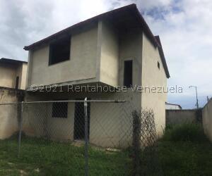 Townhouse En Ventaen Turmero, Valle De Paya, Venezuela, VE RAH: 22-3833