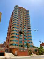 Apartamento En Alquileren Maracaibo, Avenida El Milagro, Venezuela, VE RAH: 21-28071