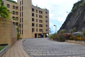 Apartamento En Alquileren Caracas, Colinas Del Tamanaco, Venezuela, VE RAH: 22-3532