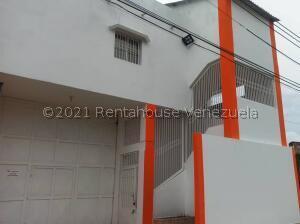 Local Comercial En Alquileren Punto Fijo, Santa Irene, Venezuela, VE RAH: 22-3571