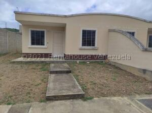 Casa En Ventaen Yaritagua, Municipio Peña, Venezuela, VE RAH: 22-3575