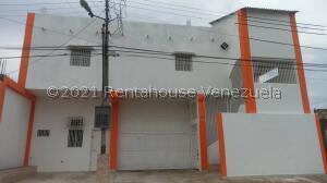 Edificio En Ventaen Punto Fijo, Santa Irene, Venezuela, VE RAH: 22-3599