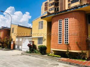 Townhouse En Ventaen Los Teques, Santa Maria, Venezuela, VE RAH: 22-3652