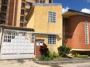 Casa En Ventaen Los Teques, Santa Maria, Venezuela, VE RAH: 22-3752