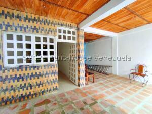 Casa En Ventaen Municipio Santiago Marino, Barrio Saman De Guere, Venezuela, VE RAH: 22-3759