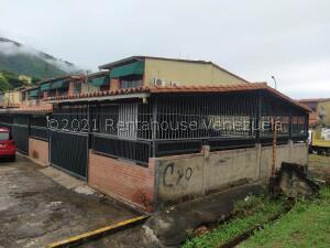 Townhouse En Ventaen Guatire, La Rosa, Venezuela, VE RAH: 22-3847