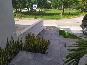Casa En Ventaen Valencia, Lomas Del Country, Venezuela, VE RAH: 22-3987
