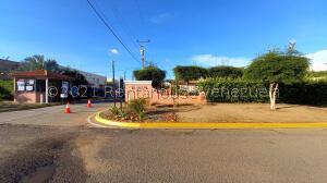 Townhouse En Ventaen Maracaibo, La Rotaria, Venezuela, VE RAH: 22-4654